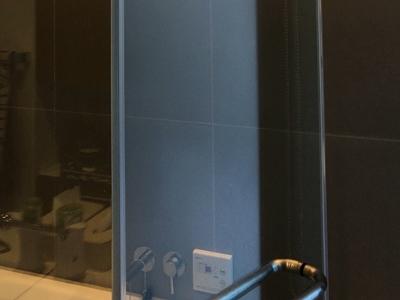 うろこ除去後の浴室のガラス